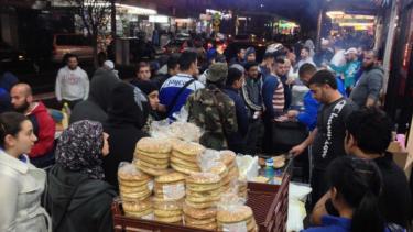 https://thumb.viva.co.id/media/frontend/thumbs3/2019/05/12/5cd768ae04da2-pasar-ramadan-sumbang-rp-50-miliar-pada-perekonomian-lokal-di-kawasan-sydney_375_211.jpg