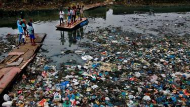 https://thumb.viva.co.id/media/frontend/thumbs3/2019/05/12/5cd80ed172074-pbb-terbitkan-kerangka-kerja-atasi-limbah-plastik-global_375_211.jpg