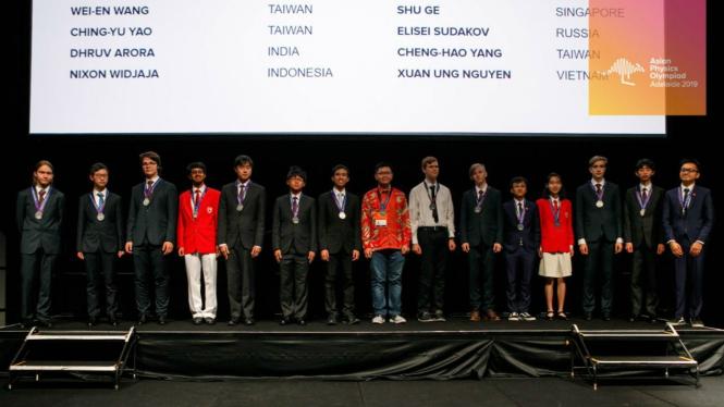 Penyerahan medali peserta Asian Physics Olympiad 2019
