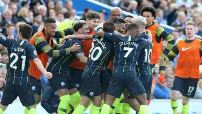Pemain Manchester City merayakan gol ke gawang Brighton