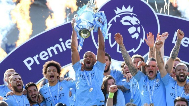Pemain Manchester City merayakan gelar juara Premier League 2018/2019