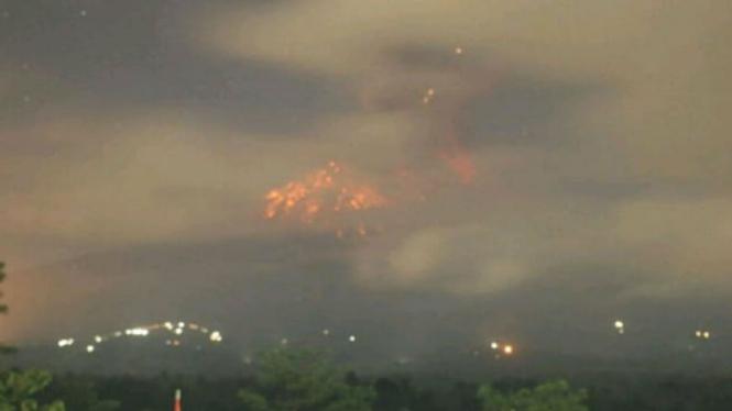 Gunung Agung erupsi Minggu malam 12 Mei 2019