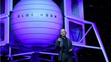https://thumb.viva.co.id/media/frontend/thumbs3/2019/05/13/5cd8de6144a3f-2024-jeff-bezos-mau-kirim-manusia-dan-barang-ke-bulan-via-blue-moon_375_211.jpg