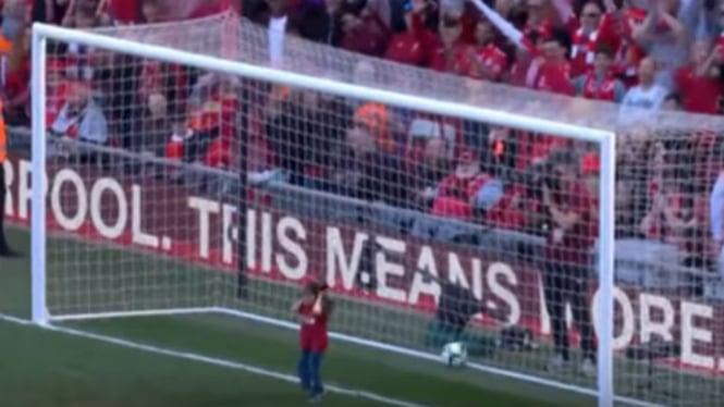 Anak Mohamed Salah Depan Ga Salah Tingkah Karena Ulah Suporter Liverpool P O