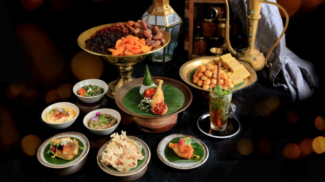 Hidangan buka puasa di Sana Sini Restaurant, Pullman Jakarta.