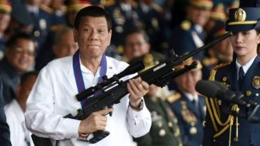 https://thumb.viva.co.id/media/frontend/thumbs3/2019/05/13/5cd918b52f2c8-pemilu-sela-filipina-mampukah-popularitas-duterte-membantunya-kuasai-senat_375_211.jpg