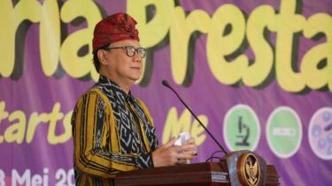Menteri Dalam Negeri Tjahjo Kumolo dalam acara Hari Peringatan Malaria se-Dunia di Desa Budaya Kertalangu, Denpasar, Bali, Senin, 13 Mei 2019.