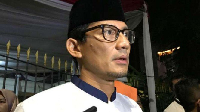 https://thumb.viva.co.id/media/frontend/thumbs3/2019/05/13/5cd98bebec717-sandiaga-uno_665_374.jpg