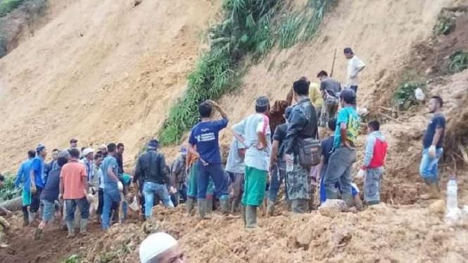 Tanah longsor di area penambangan emas ilegal Gunung Pongkor