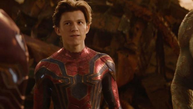 Tom Holland sebagai Spider-Man.