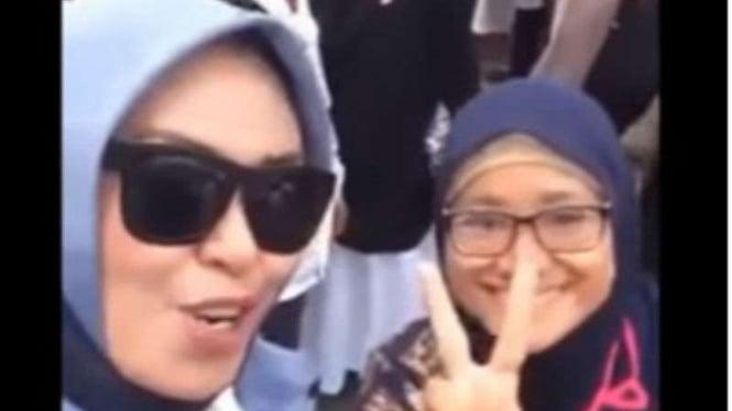 Dua wanita yang ada dalam video viral aksi unjuk rasa di Kantor Bawaslu, Jakarta, 10 Mei 2019.