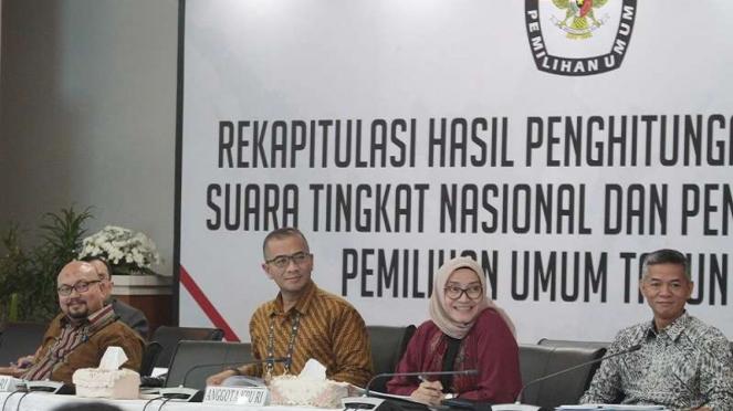 Komisioner KPU menghadiri Rapat Rekapitulasi Nasional hasil Pemilu 2019