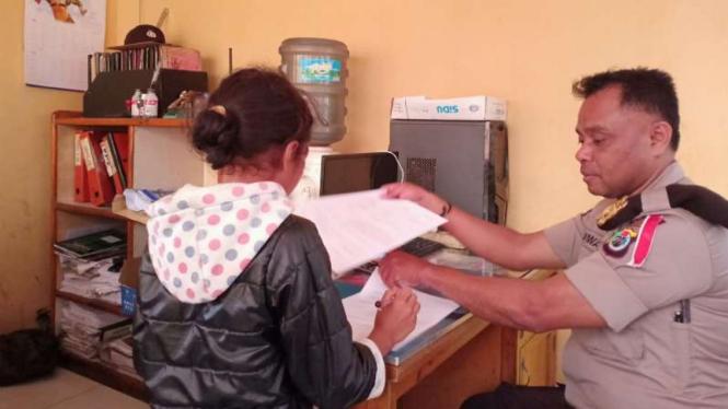 Kepala Sekolah Pukuli Murid dengan Kayu Hanya karena Tidak Ikut Misa