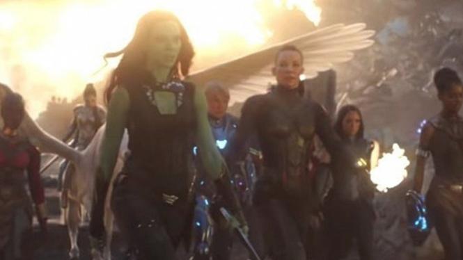 Di Balik Adegan Avengers Wanita dan Tom Holland di Endgame