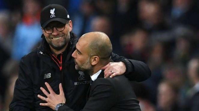 Manajer Liverpool, Juergen Klopp, bersama manajer Manchester City, Pep Guardiola