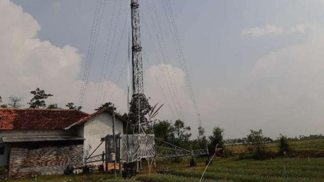 'Cell on Wheel' Smartfren di Desa Sidamulya, Kecamatan Wanasari, Brebes.