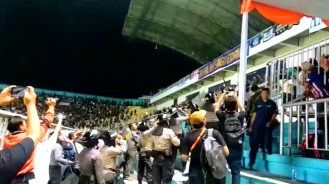 Rusuh Suporter PSS Sleman vs Arema