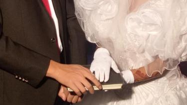 https://thumb.viva.co.id/media/frontend/thumbs3/2019/05/16/5cdca54120221-perempuan-perempuan-pakistan-dijadikan-budak-seks-di-china-dengan-kedok-pernikahan_375_211.jpg