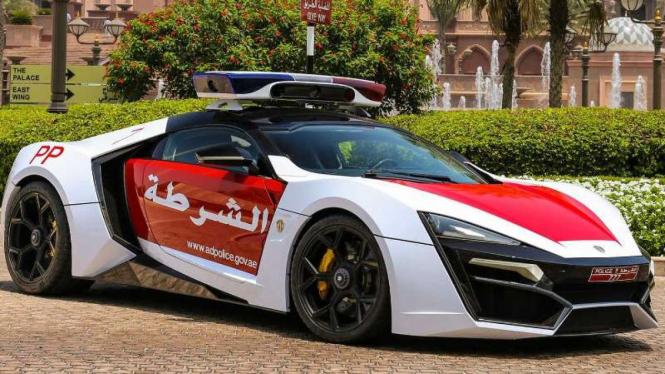 Lykan Hypersport yang dipakai oleh kepolisian Abu Dhabi