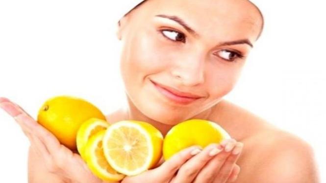 Lemon sangat berkhasiat untuk kulit wajah.