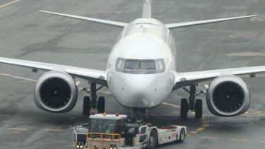 https://thumb.viva.co.id/media/frontend/thumbs3/2019/05/16/5cdcddad25247-pilot-pilot-american-airlines-konfrontasi-boeing-terkait-aspek-keselamatan-pesawat-737-max-setelah-lion-air-jt610-jatuh_375_211.jpg