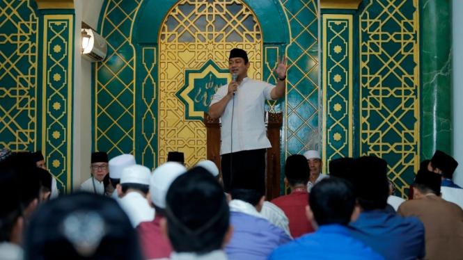 Hendi saat Tarawih Keliling di Masjid Daarul Arqom Pusponjolo Tengah.