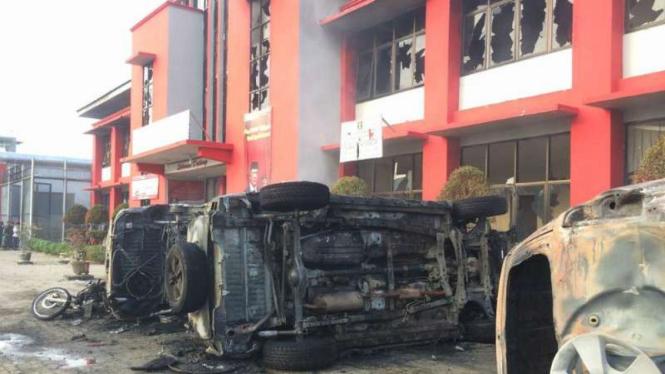 Sisa kerusuhan di Lapas khusus narkotika di Langkat, Sumatera Utara, Kamis, 16 Mei 2019.