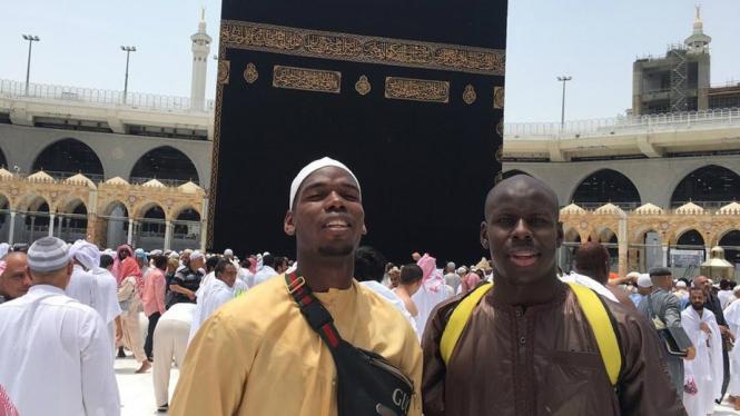 Paul Pogba dan Kurt Zouma tengah menjalani ibadah umrah
