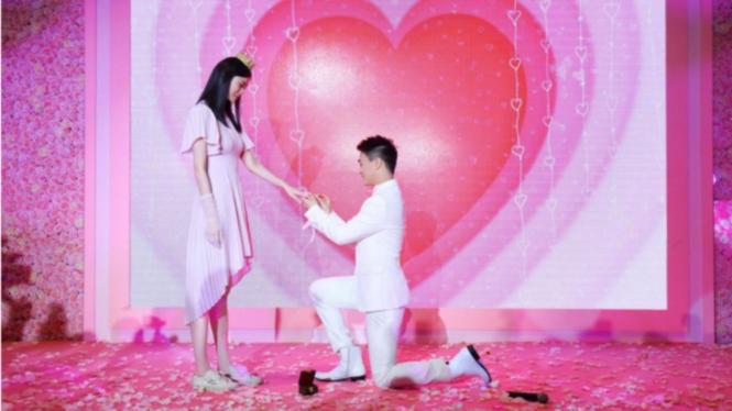 Supermodel Ming Xi dilamar kekasihnya
