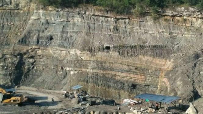 Lubang tambang dalam batu bara milik PT Tahiti Coal di Desa Sikalang Kecamatan Talawi, Kota Sawahlunto, Sumatera Barat.