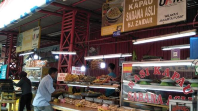 Pedagang kuliner Minang di Jalan Kramat Raya