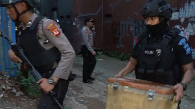 Densus 88 tangkap terduga teroris