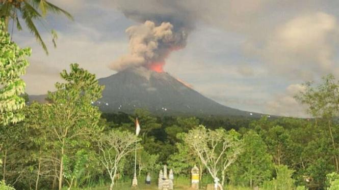 Gunung Agung erupsi