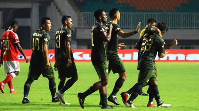 Pemain Tira Persikabo merayakan gol ke gawang Badak Lampung FC