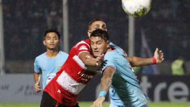 Duel Persela vs Madura United.