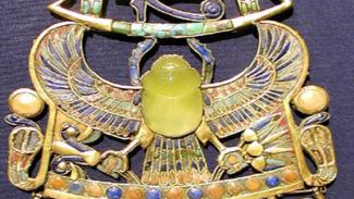 https://thumb.viva.co.id/media/frontend/thumbs3/2019/05/19/5ce0e287939a3-ilmuwan-pecahkan-misteri-asal-batu-kaca-kuning-mesir-kuno_325_183.jpg