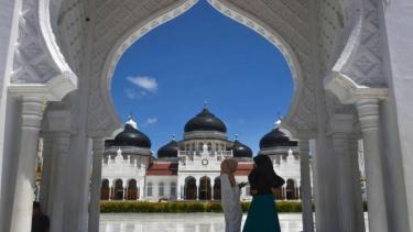 https://thumb.viva.co.id/media/frontend/thumbs3/2019/05/19/5ce0f1806c5f7-puasa-negara-negara-nordik-merupakan-zona-waktu-puasa-terlama-saat-ramadan-sementara-indonesia-masuk-yang-tersingkat_375_211.jpg