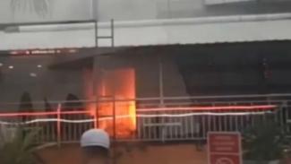 Kebakaran terjadi di Plaza Kalibata