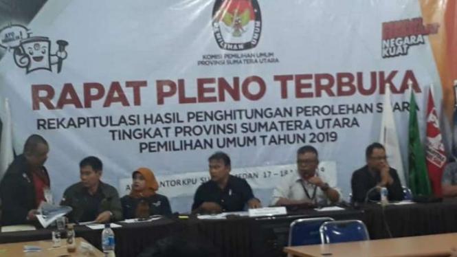 Rapat pleno terbuka rekapitulasi penghitungan suara Pemilu 2019 di Sumatera Utara.