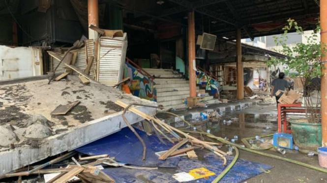 Situasi terkini Pasar Kosambi, Kota Bandung, Jawa Barat, pada Senin, 20 Mei 2019, tiga hari setelah pasar itu kebakaran hebat.