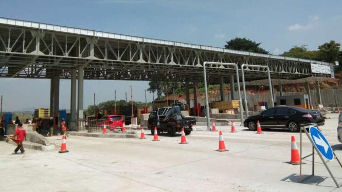 Finishing proyek gerbang tol Cikampek Utama.