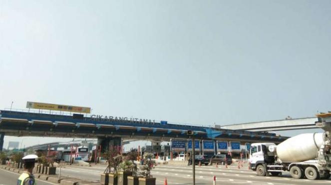 Gerbang Tol Cikarang Utama, Senin, 20 Mei 2019.