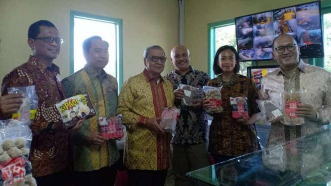 Peletakan batu pertama pembangunan perluasan unit bisnis pengolahan di Subang.