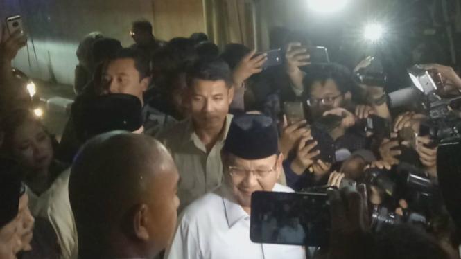 Capres Prabowo Subianto saat ingin jenguk Eggi Sudjana dan Lieus Sungkharisma di Polda Metro Jaya.