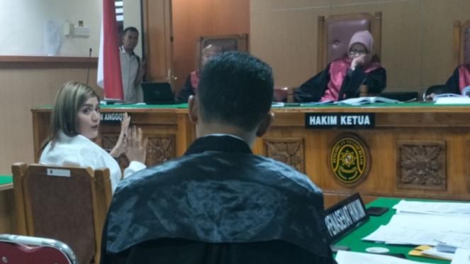 Hilda Vitria dalam sidang lanjutan di PN Bekasi
