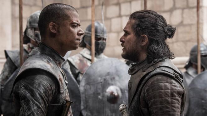 Jon Snow dan Grey Worm di Game of Thrones Season 8.