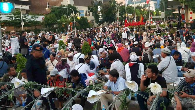 Massa pendukung Prabowo Subianto di depan Jalan Thamrin Jakarta