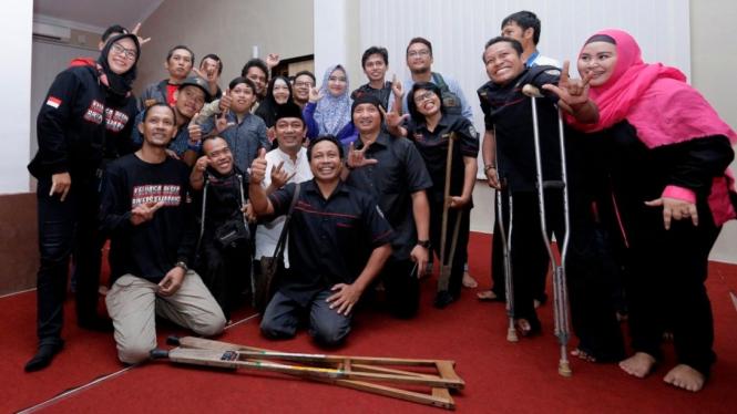 Wali Kota Semarang Hendrar Prihadi foto bersama dengan elemen masyarakat.