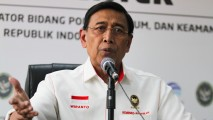https://thumb.viva.co.id/media/frontend/thumbs3/2019/05/21/5ce423136bfd1-wiranto_213_120.jpg