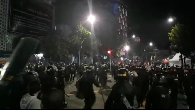 Ilustrasi Polisi bubarkan kelompok bikin ricuh di Jalan Sabang, Jakarta Pusat.